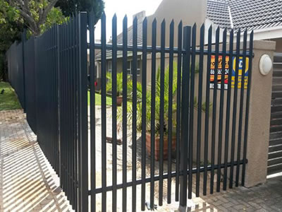 Black PVC coated palisade fence for the courtyard, the palisade pale is one pointed top.