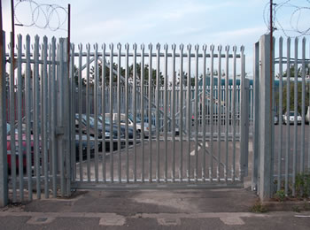 Singular sliding palisade gate with palisade fence protect the parking lot together, the pales of them are triple pointed and W section pales.